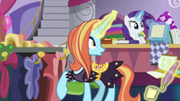 Sassy Saddles looking off-screen S7E6