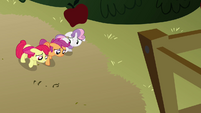 CMC walking towards the clubhouse S3E04