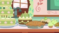 Chiffon Swirl's pear-themed pastries S7E13