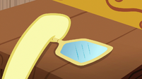 Fluttershy picking up a hand mirror S7E12