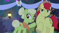 Granny Smith shocked by Pear Butter's declaration S7E13