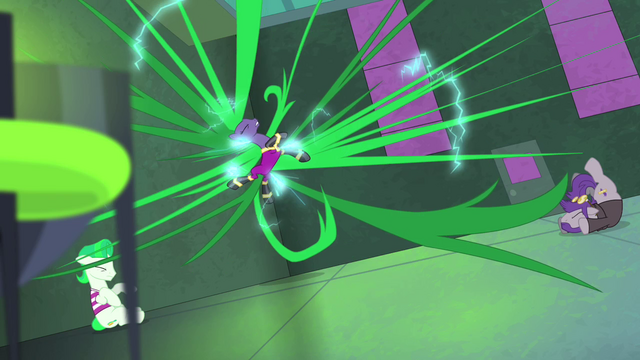 File:Mane-iac's mane goes out of control S4E06.png