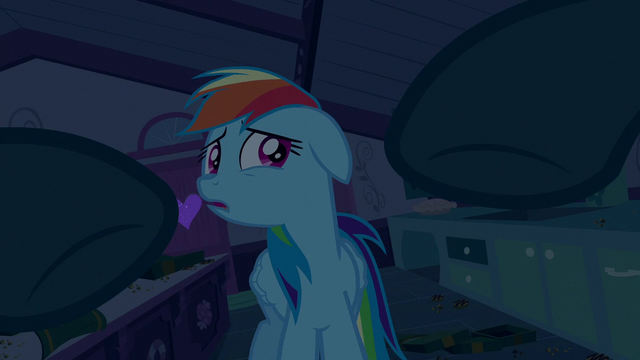 File:Mrs. Cake reaching for Rainbow Dash S6E15.png
