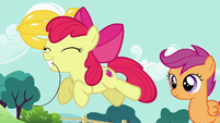 Apple Bloom takes balloon goldfish with her teeth S5E19