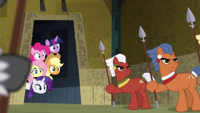 File:Main ponies peeking on the ritual S4E04.png