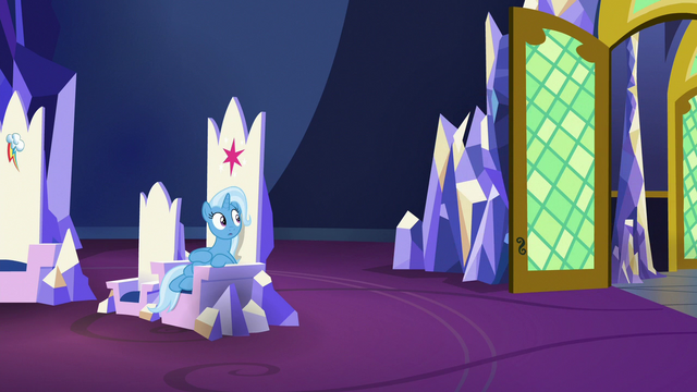 File:Trixie sees Starlight leave the throne room S7E2.png