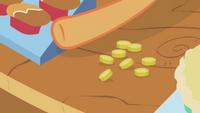 Applejack collecting bits S01E03