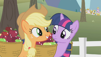 Applejack excited S1E3