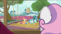 Sweetie Belle observing Scootaloo and Petunia Paleo S6E19