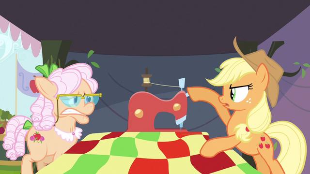 File:Applejack turn off! S3E8.png