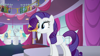Rarity sees where the mannequins are being levitated to S5E14