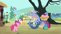 Discord sneezing towards Rainbow S4E11