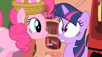 Pinkie Pie spooking Twilight S01E25