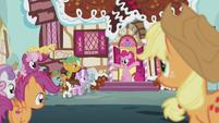 Pinkie Pie throws the CMC a cute-ceanera S5E18