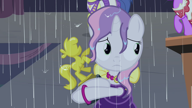 File:Sweetie in the rain S4E19.png