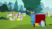 Rarity, Sweetie Belle, and fillies watching the puppet show S7E6