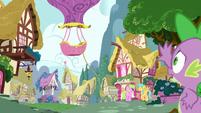 Spike running after balloon S03E09