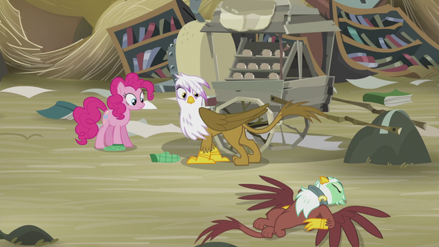 File:Pinkie and Gilda sees Greta on the ground S5E8.png