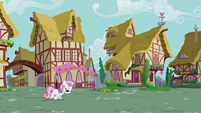 Sweetie Belle walking S2E05