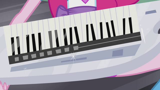 File:Keytar in Pinkie's hands EG2.png
