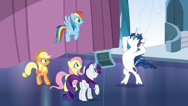 "File:Shining Armor panicking ""I don't know!"" S6E1.png"