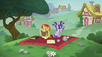Flashback to foal Starlight and Sunburst S6E1