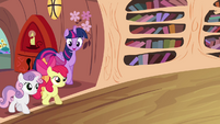 Twilight and CMC walking S4E15
