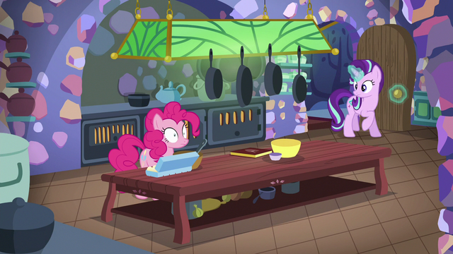 File:Starlight joins Pinkie Pie in the kitchen S6E21.png
