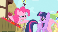 Pinkie Pie with an apple S1E20