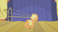 Applejack showing her talents S01E06