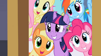 Main 5 happy to see Rarity S2E9