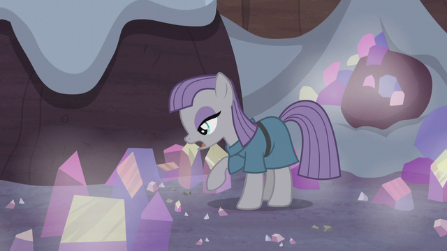 File:Maud Pie looks for the obsidian S5E20.png
