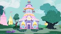 View of Carousel Boutique S04E13