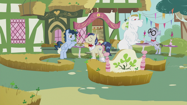 File:Ponies at lunch S5E9.png