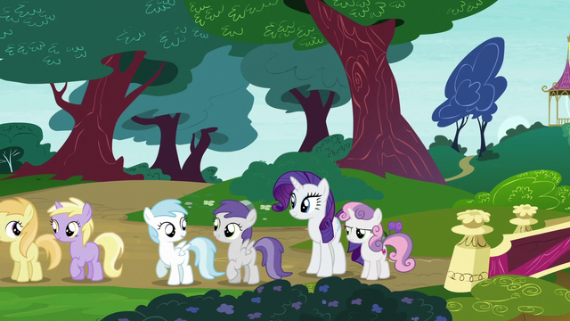 File:Rarity and Sweetie Belle in Twisty Pop's line S7E6.png