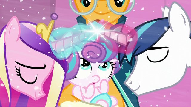 File:Shining Armor and Cadance cross horns and uses magic S6E2.png