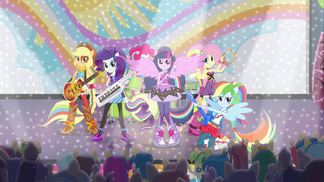 """File:Sonic Rainbooms singing """"Shake Your Tail!"""" EG2.png"""
