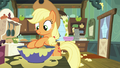 Applejack busy baking pies S6E10.png