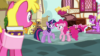 Pinkie's fans not laughing at Twilight S7E14