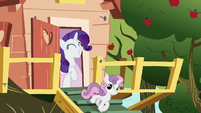 Rarity and Sweetie Belle leaving the clubhouse S7E6