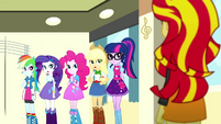 Sunset Shimmer interrupts the photo shoot SS7