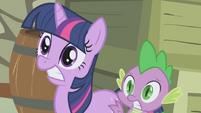 Twilight and Spike scared S1E03