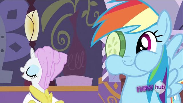 File:Rainbow Dash happy S2E23.png