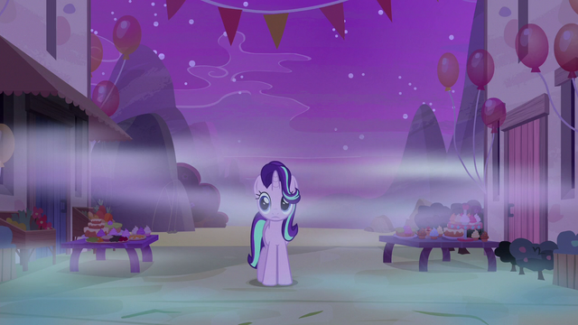 File:Starlight Glimmer entering Our Town of dreams S6E25.png