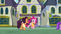 Pinkie and Saffron walk through Canterlot S6E12
