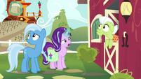 Starlight levitates Trixie's snack bag off-screen S7E2
