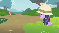 Twilight Observes Pinkie S1E15