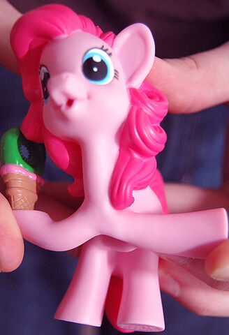 File:Pinkie iDerped Carly H.jpg