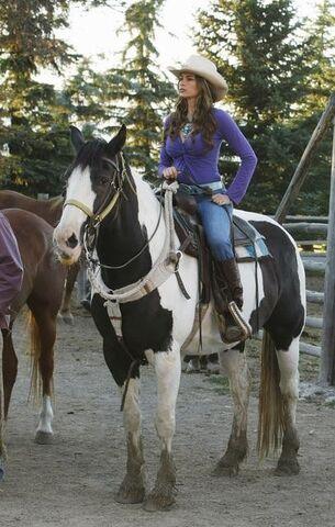 File:Gloria-on-horseback.jpg