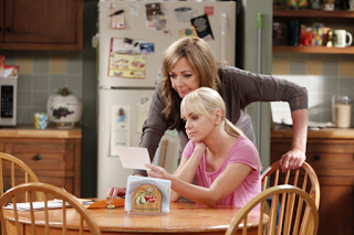 File:Mom 2x01.png